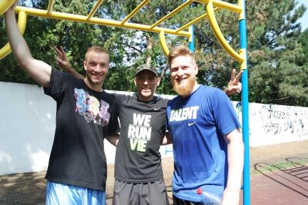 Nach einem Zirkeltraining mit Coach Chris und Peter