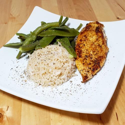 Hühnerbrustfilet mit Reis und Gemüse