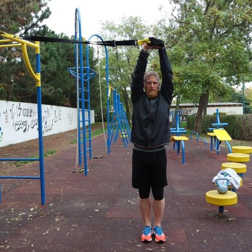 Benjamin Angel beim TRX Training mit WEMAKEYOUFIT